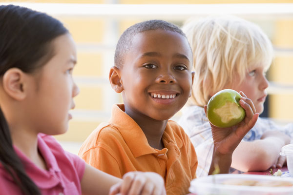 Students at lunch - Boy eating apple